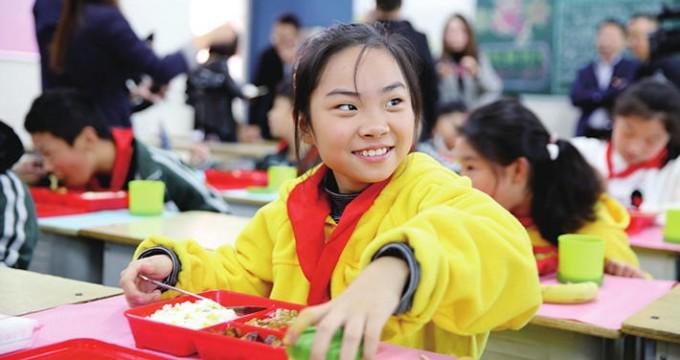 """郑州二七区6所学校上线""""在校午餐"""" 中原区计划下周开启"""