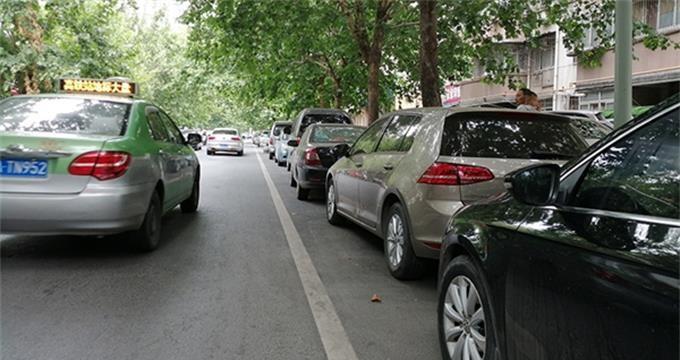免费停 除夕到初六 郑州8区3.1万个路侧停车位不收费