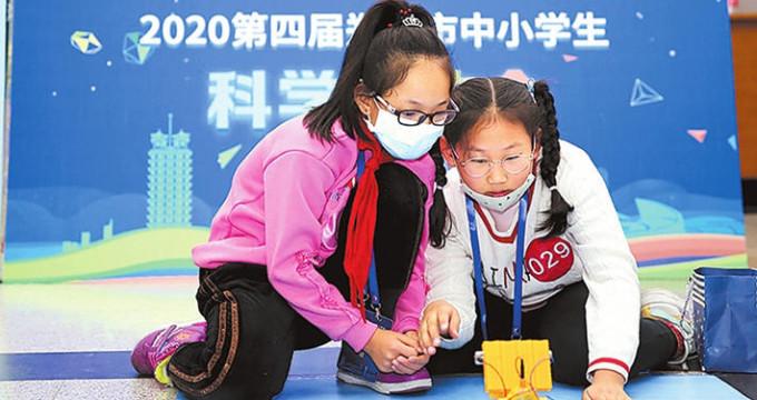 第四届郑州市中小学生科学运动会在郑州科技馆举行
