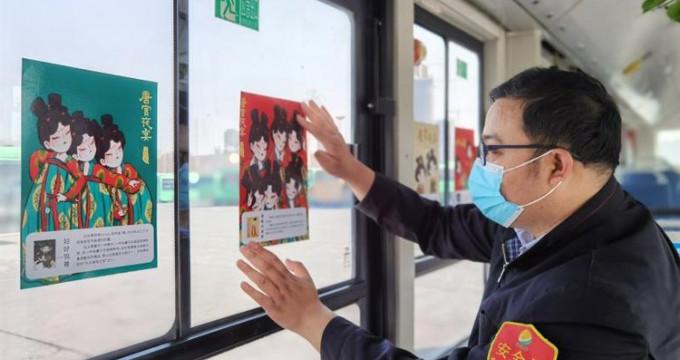郑州公交车长打造《唐宫夜宴》主题车厢