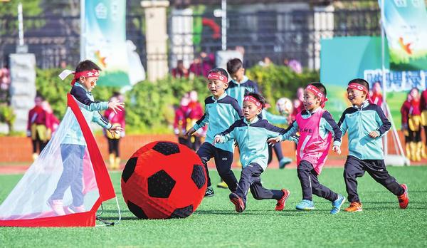小足球踢出大精彩 河南省校园足球特色学校现场会举行